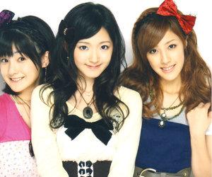 miyabi natsuyaki, airi suzuki, and momoko tsugunaga image