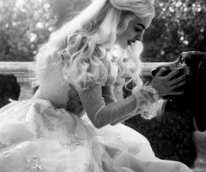 alice in the wonderland and Anne Hathaway image