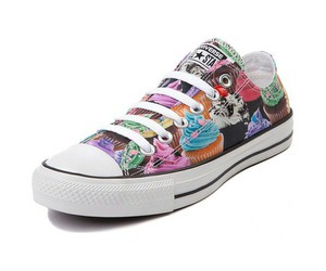converse and cupcakes image