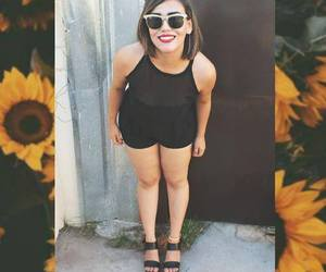 girasol. mujer. sonriente image