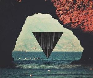 sea and triangle image