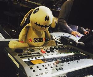 5sos, 5 seconds of summer, and ketchup image