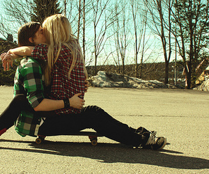 blonde, couple, and skate image