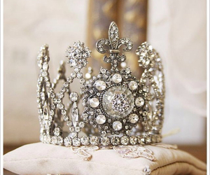 crown and jewels image