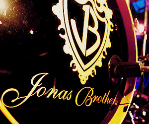 jonas brothers and JB image