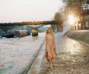paris, chloe, and clemence poesy image