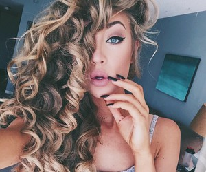 beauty, curly hair, and glamour image