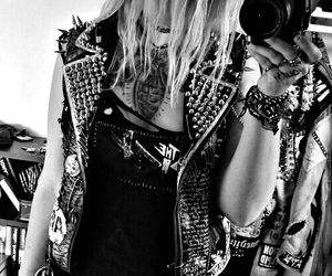black, grunge, and punk image