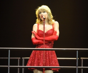 Taylor Swift, red, and tour image