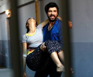 elif, omer, and kara para aşk image