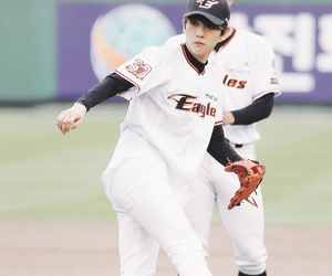 baseball, clothes, and kris image