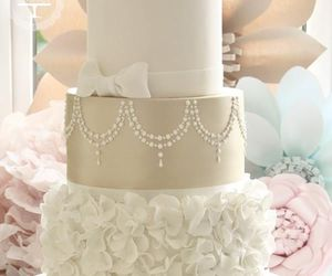cake and wedding cake image