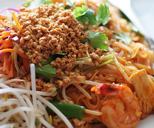 bean sprouts, food, and noodles image