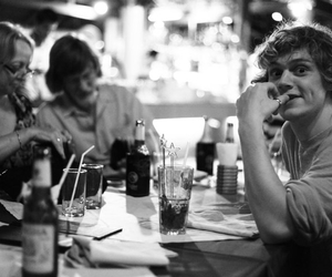 evanpeters image