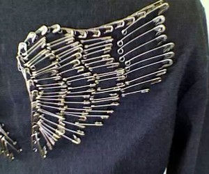 diy, safety pin, and tutorial image