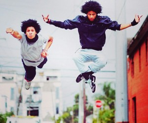 les twins and dance image