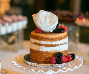berries, foodporn, and cake image