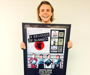 ashton irwin, 5sos, and 5 seconds of summer image