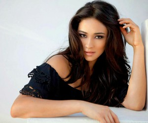 beauty, pretty little liars, and emily fields image