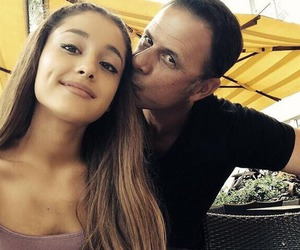 ariana grande and dad image