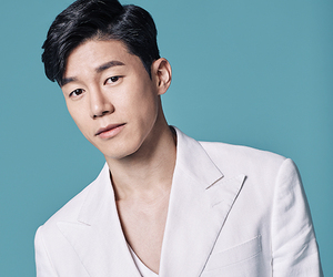 white suit, maxmovie, and kim moo yeol image