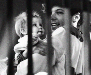 louis tomlinson, one direction, and baby lux image