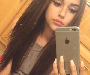 maggie lindemann and site model image