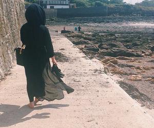 bag, walk, and wind image