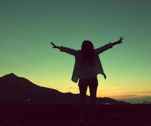 girl, free, and sky image