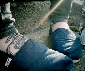 toms, tattoo, and anchor image