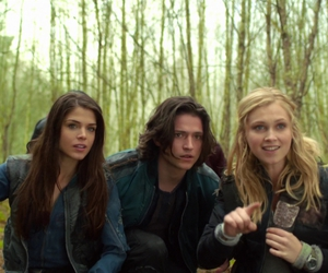 marie avgeropoulos, the 100, and clarke griffin image