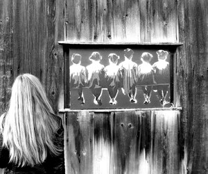 black and white, wall, and girl image