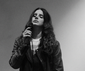 lana del rey and concert image