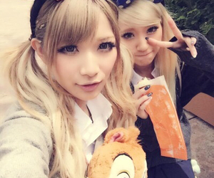asian, best friends, and blonde image