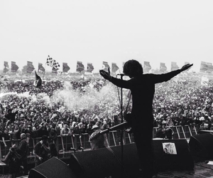 catfish and the bottlemen and van mccann image