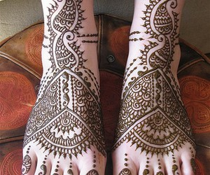 henna and feet image
