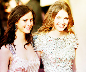 skins, hannah murray, and KAYA SCODELARIO image
