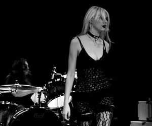 b&w, Taylor Momsen, and the pretty reckless image