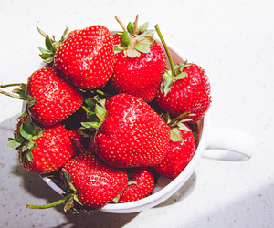 berries, FRUiTS, and strawberries image
