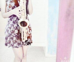 saxofon, woman, and dorado image