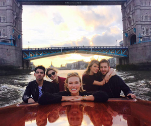 Taylor Swift, calvin harris, and Joe Jonas image