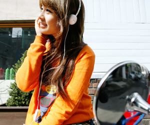 headphones, asian girl, and chinese girl image