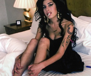 Amy Winehouse, drugs, and style image