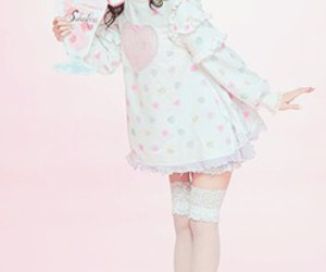 gyaru, pastel color, and larme kei image