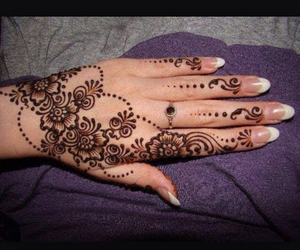 flower, pretty, and hands image