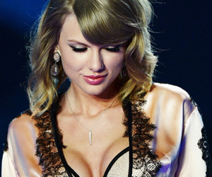 Taylor Swift, Victoria's Secret, and sexy image