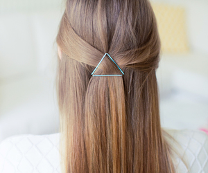 hair, hairstyle, and chic image