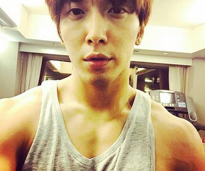 k-pop, cnblue, and yonghwa image