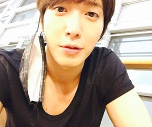 k-pop, yonghwa, and cnblue image