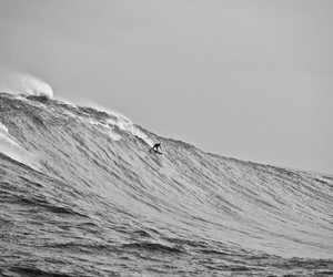 black and white, surf, and teahupoo image